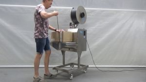 Vertical strapping machine | Reisopack